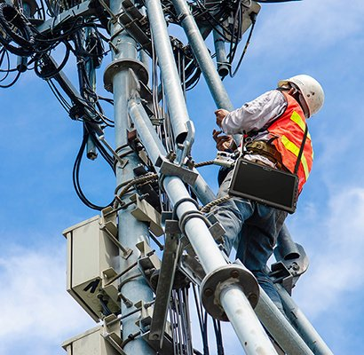 Workers in the utility industry need to be able to reliably go through safety checklists and check manuals.