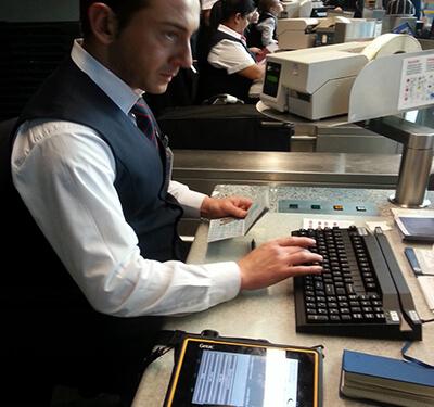 Getac Tablet am Flughafen